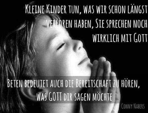 Kleine Kinder beten